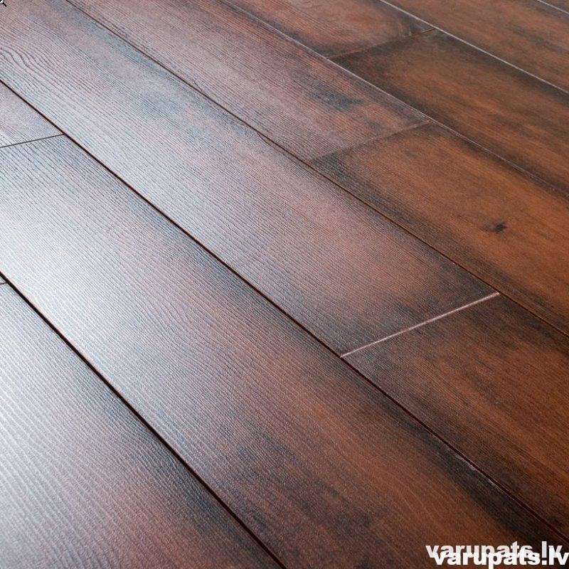 Lamināta grīdas segums