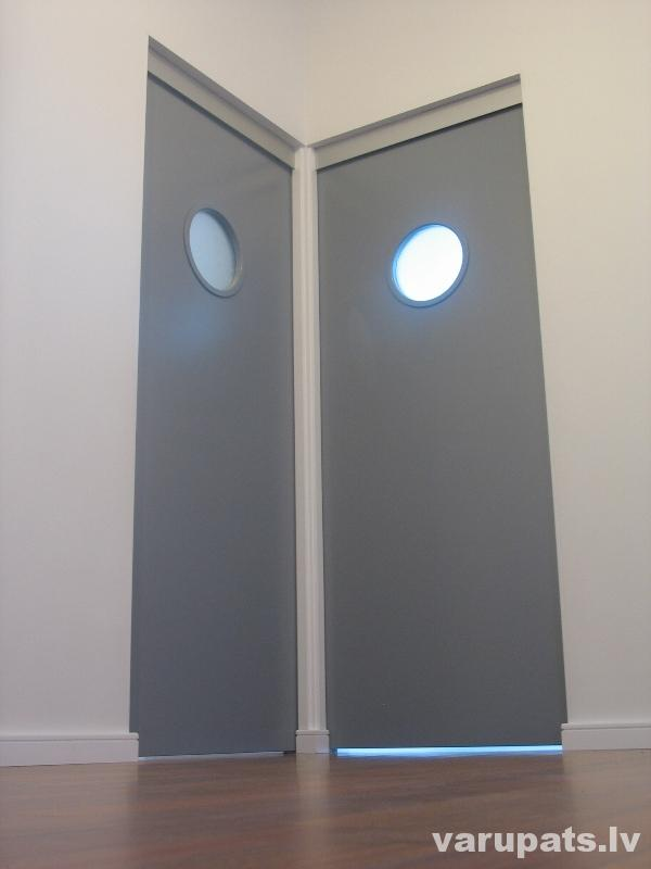 Bīdāmās durvis, starpsienā