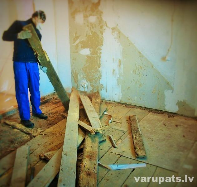 vecas dēļu grīdas demontāža
