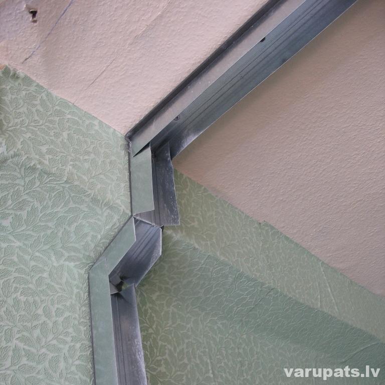 Metāla profilus piegriež ar metāla šķērēm