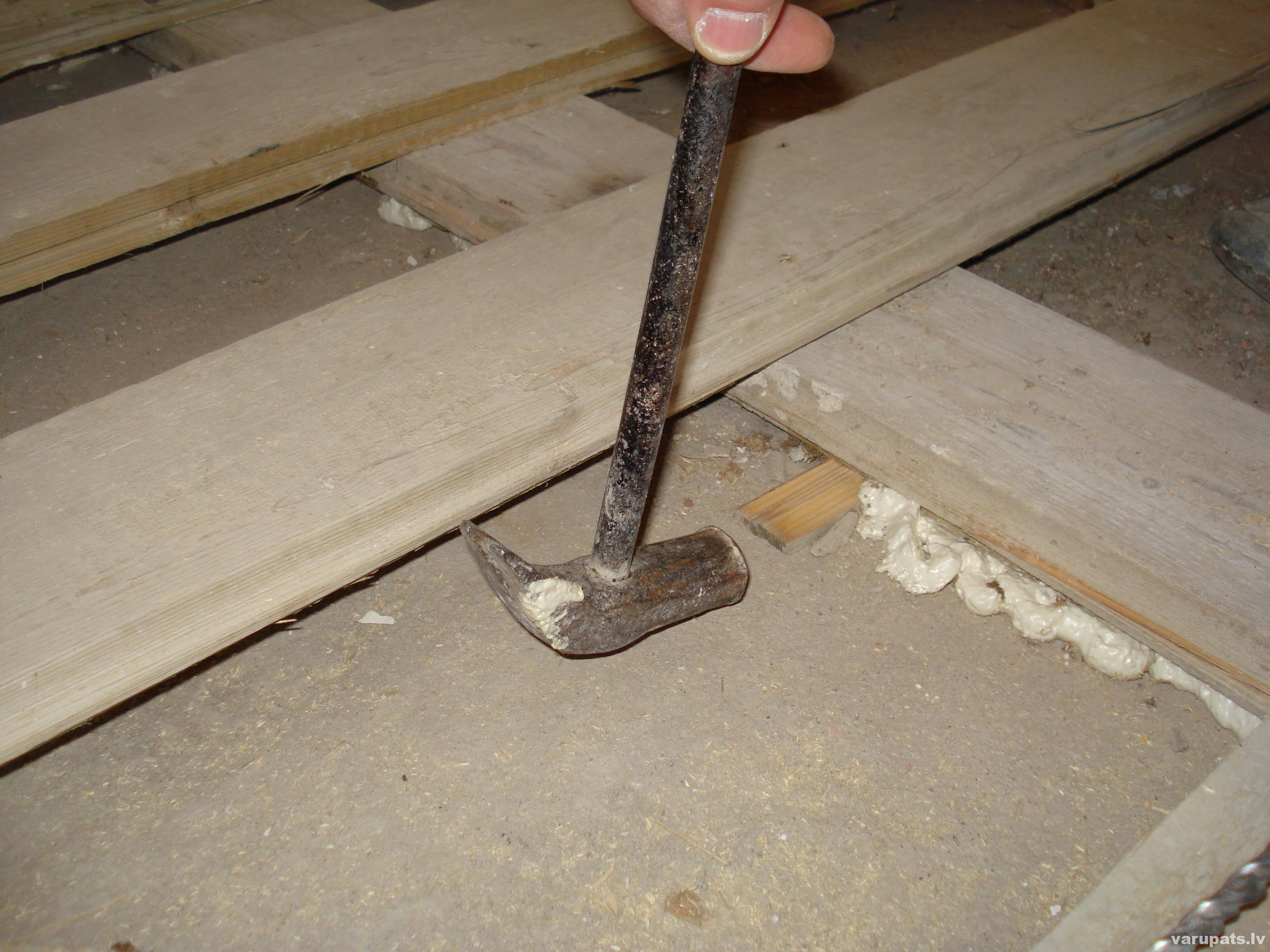 Jaunā grīda no vecās grīdas dēļiem