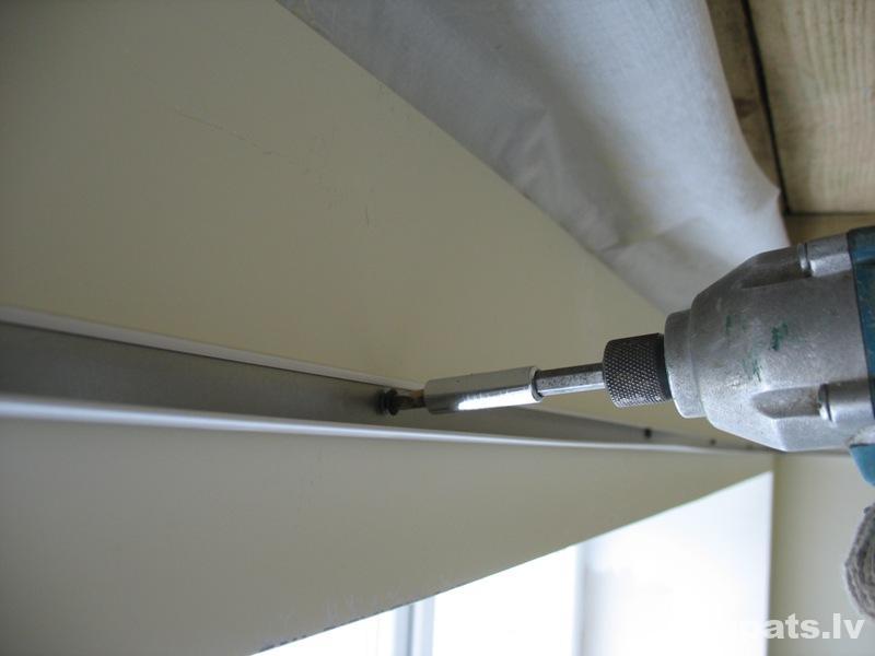 perimetru skrūvē ar metāla skrūvēm