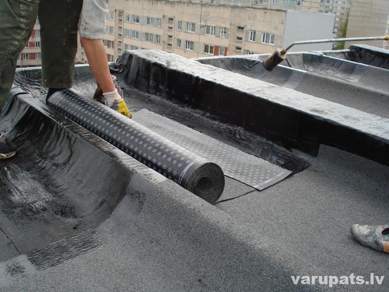Bitumena uzkausējamais jumta segums