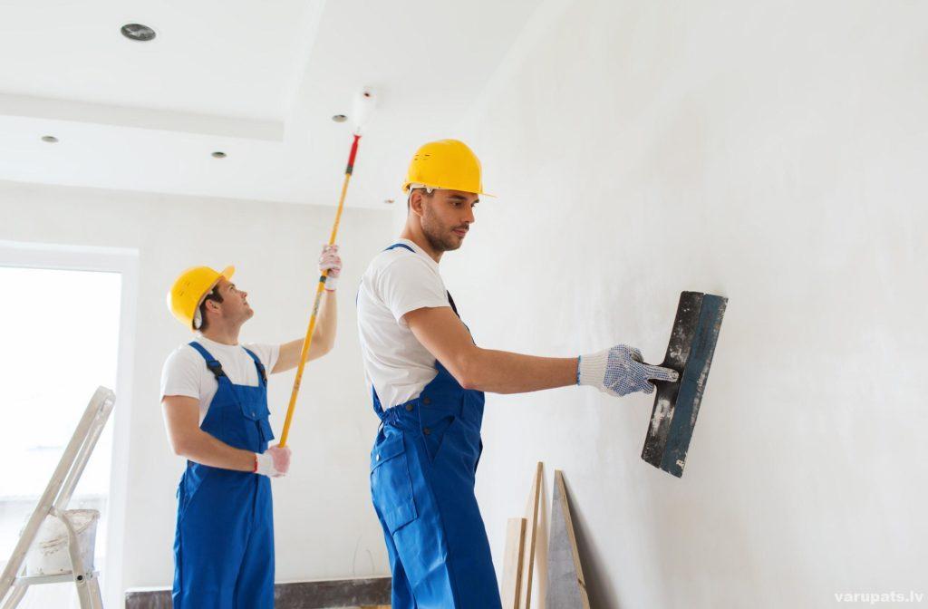 sagatavot sienas tapešu līmēšanai
