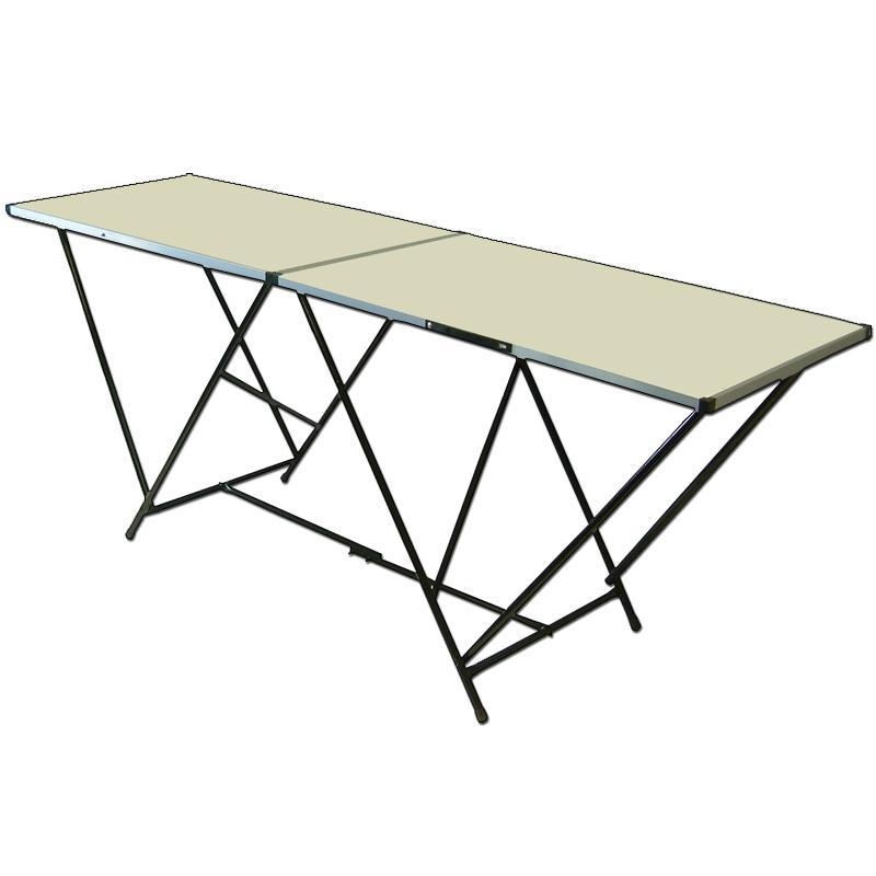 Tapešu galds