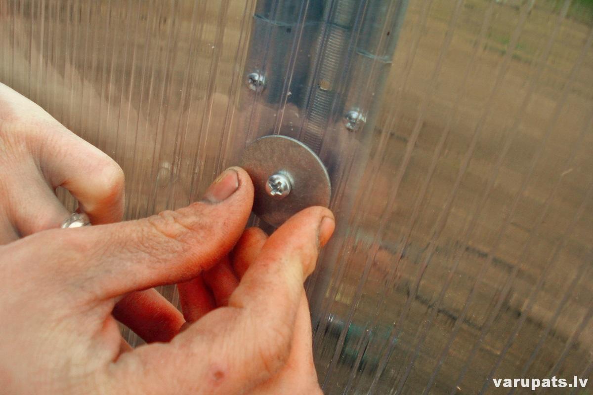 polikarbonata siltumnicas cena,akcija polikarbonata siltumnica, saskrūvēt polikarbonta siltumnicu, siltumnicas montaza polikarbonatam